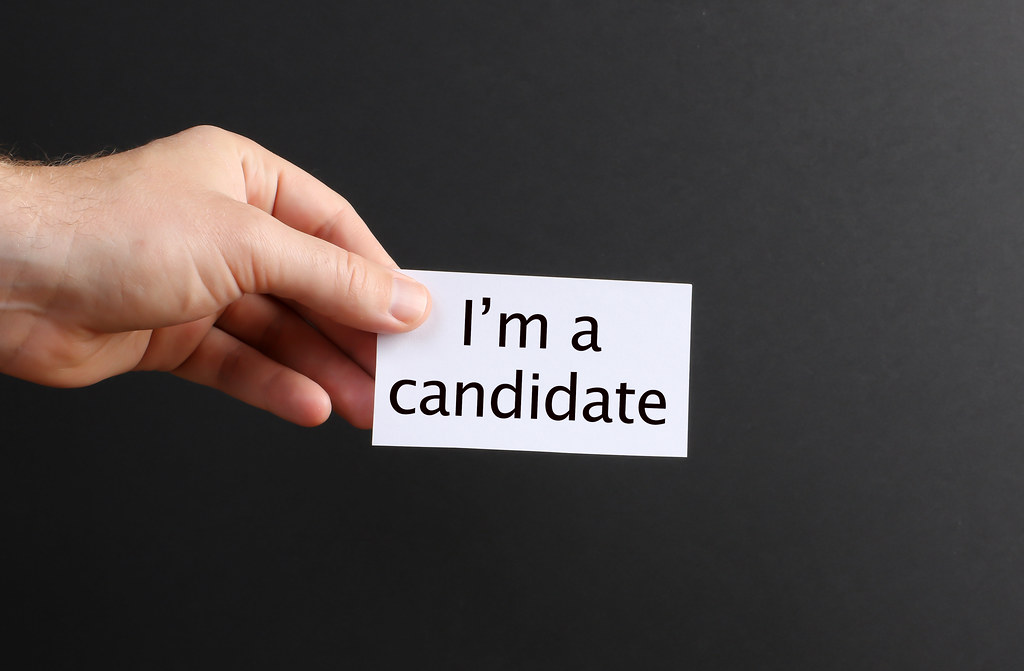 Hand holding paper with I´m candidate text
